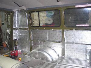 Тепло-, шумоизоляция автомобиля поможет дольше сохранить тепло в зимнее время