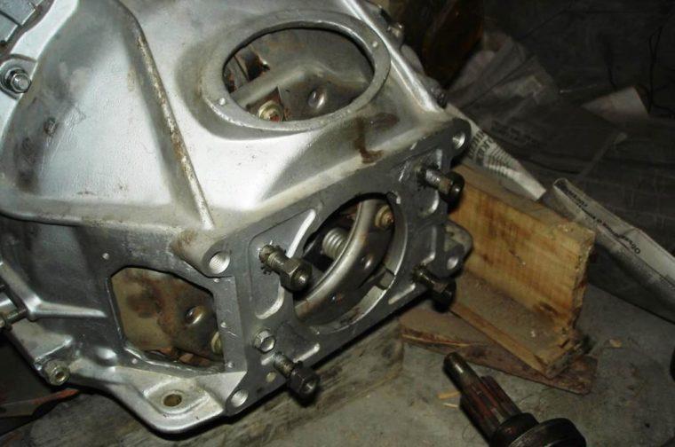 отверстия под новый мотор в колоколе сцепления уаз hunter