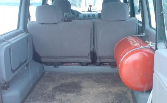 Цилиндрический баллон в багажнике